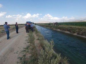 Sulama kanalına düşen kardeşler yaşam savaşı veriyor