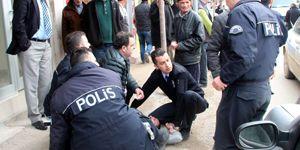 Hemşire ile 2 polisi darp etti, tutuklandı