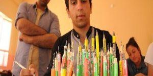 Kalem ucunu sanata eserine dönüştürüyor