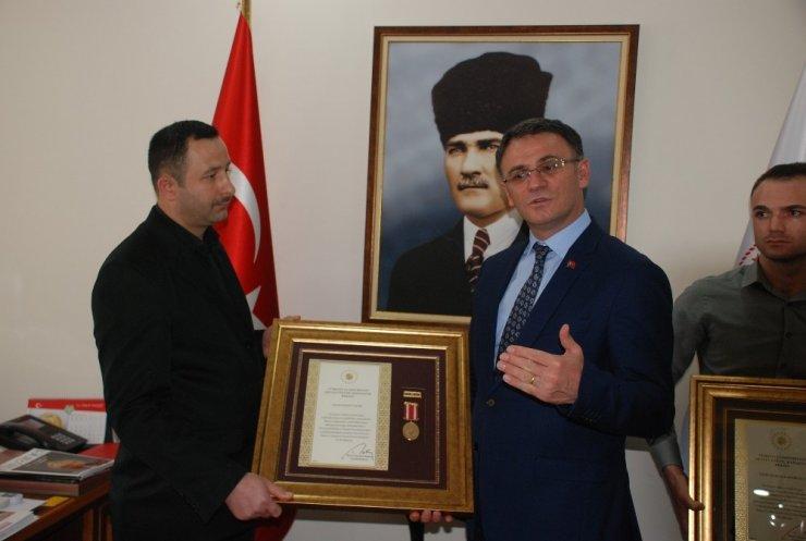 15 Temmuz gazilerine devlet övünç madalyası