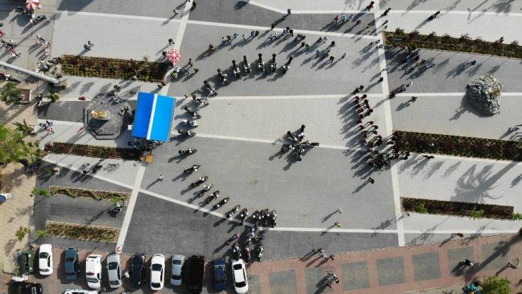 Motosikletli polislerden ayyıldız şov