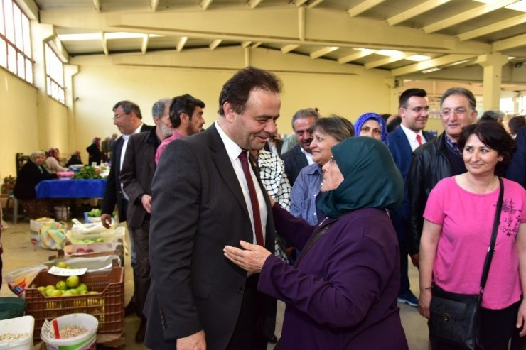 Başkan Şahin'den kapalı pazar ziyareti