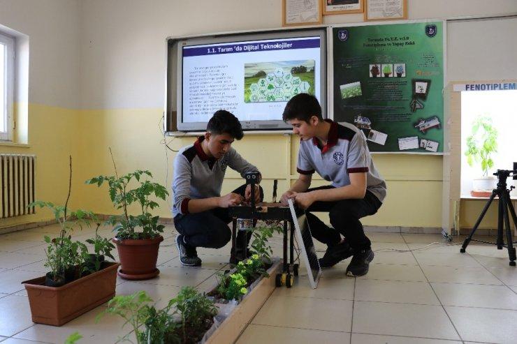 """Öğrenciler, tarım amaçlı """"Yapay Zeka"""" sistemini geliştirdi"""