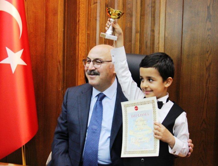 Vali Köşger, Dünya 2. minik piyanist ve TÜBİTAK şampiyonlarını ödüllendirdi