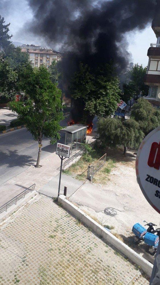 Hatay'da ticari taksi alev alev yandı
