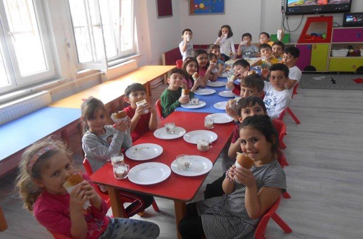 Isparta'da minikler, hem karınlarını hem de zihinlerini doyurdu