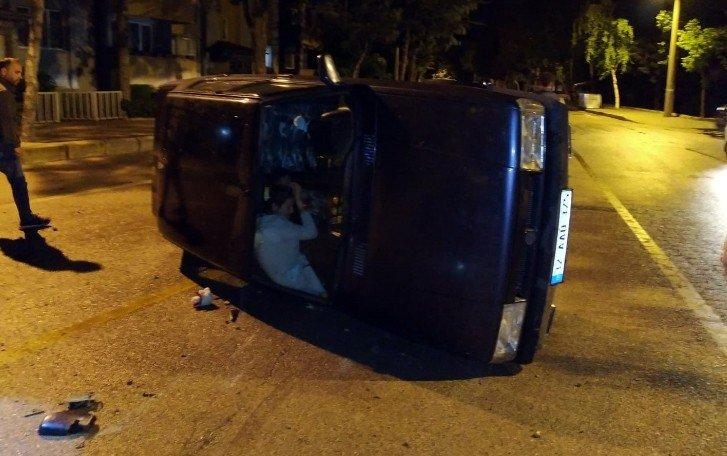 Isparta'da anne ve kızı, yan yatan otomobilde kurtarılmayı bekledi