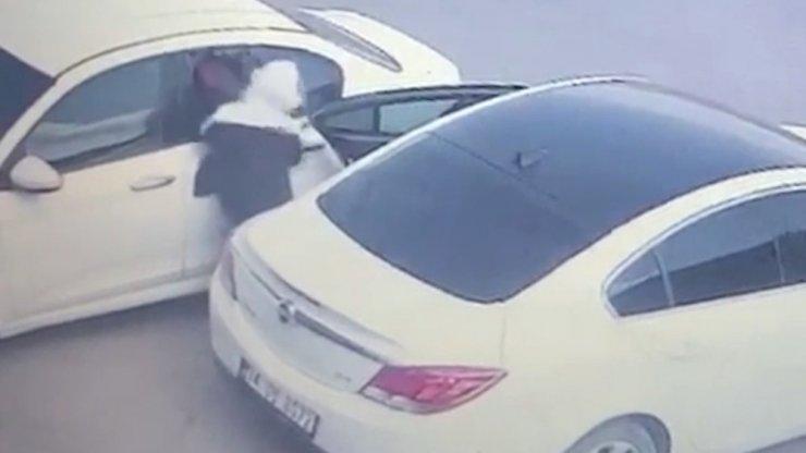 4 ayrı hırsızlıktan aranan 4 şüphelinin 1'i tutuklandı