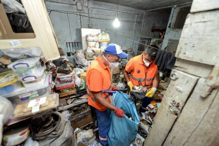 Ankara'da çöp ev temizlendi