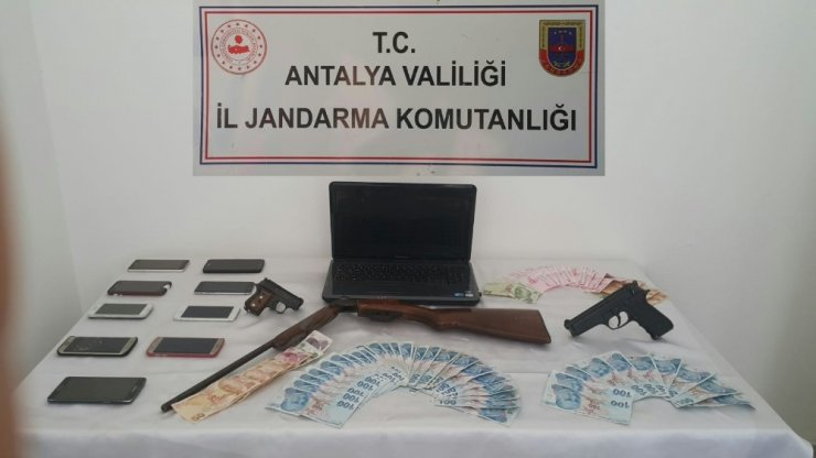 Antalya'da jandarma suç çetesini çökertti: 9 gözaltı