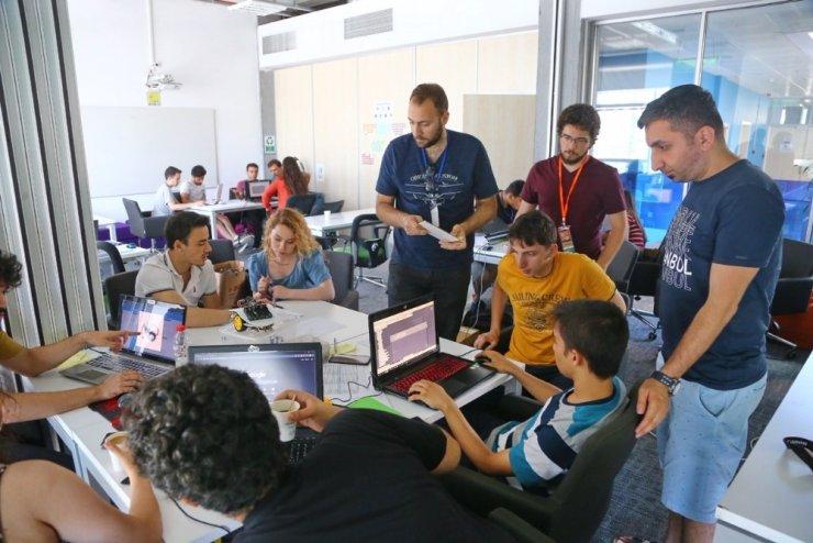 Living Lab'de 48 saatlik mekatronik maratonu