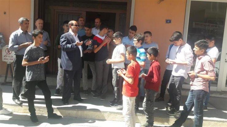 Hakkarili öğrenciler İstanbul'a uğurlandı