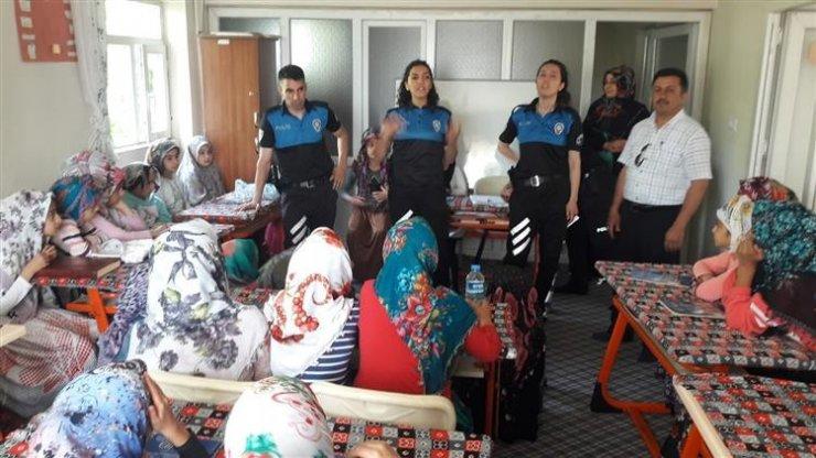 Hakkari polisinden Kur'an kursu öğrencilerine ziyaret