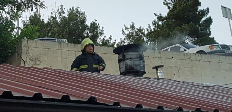 Lokantada yangın çıktı, onlar yemeklerine devam etti