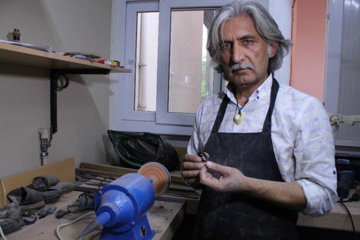 "İzmir'in ""sıra dışı"" kaymakamı"