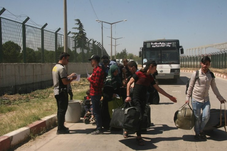 Bayramı ülkesinde geçiren Suriyelilerden 11 bini Türkiye'ye döndü