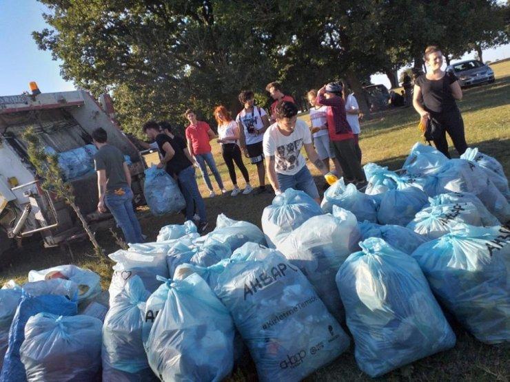 Ahbap, piknik alanından 70 torba çöp topladı