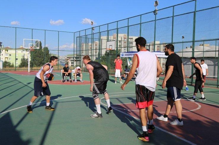 Büyükçekmece'de sokak basketbolu nefesleri kesti