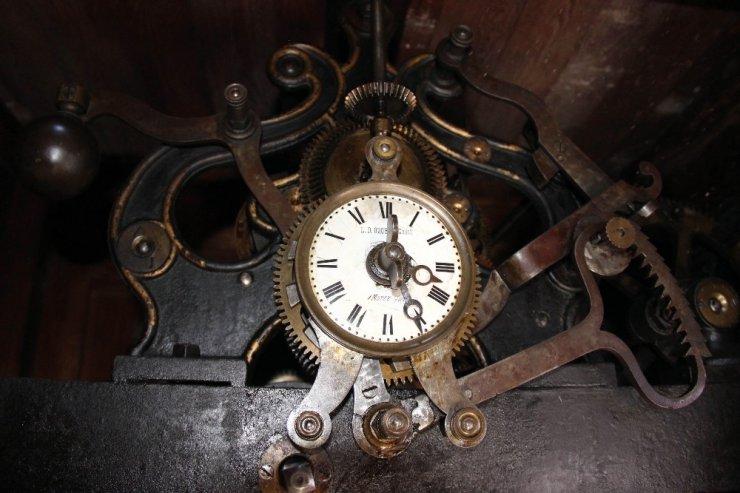 Asırlık Saat Kulesi ilk günkü gibi