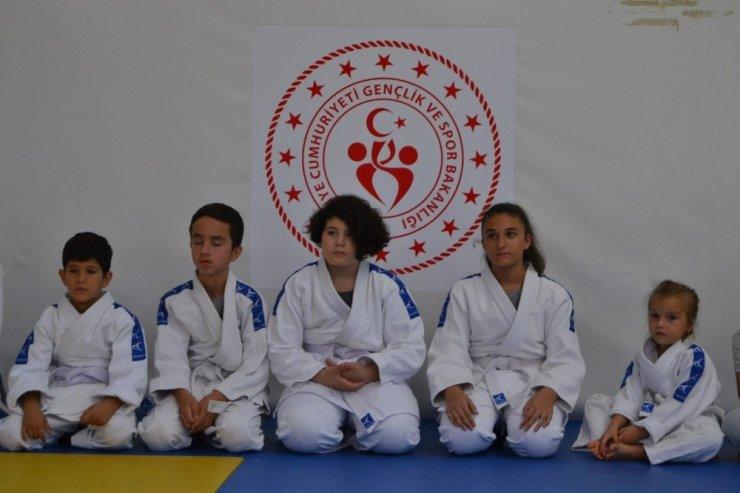 Yunusemre'nin judo kursuna yoğun ilgi