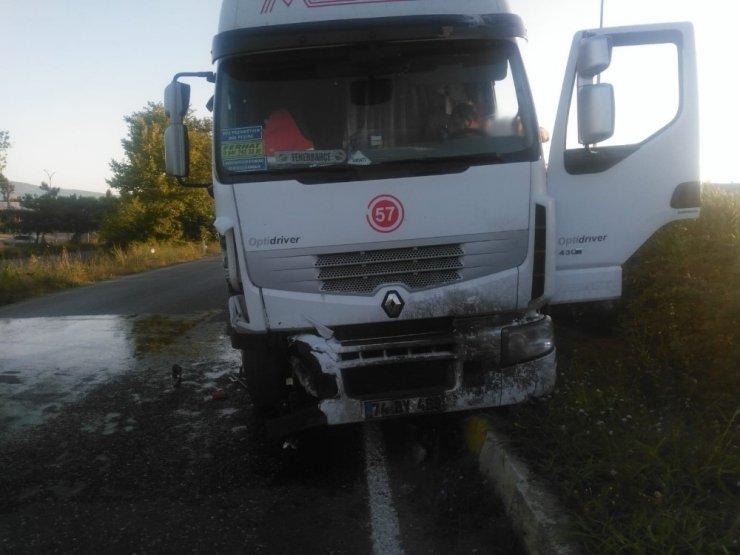 Zonguldak'ta otomobil ile kamyon çarpıştı: 2 yaralı