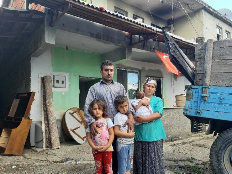 Yangın sonrası evsiz kalan aile yardım eli bekliyor