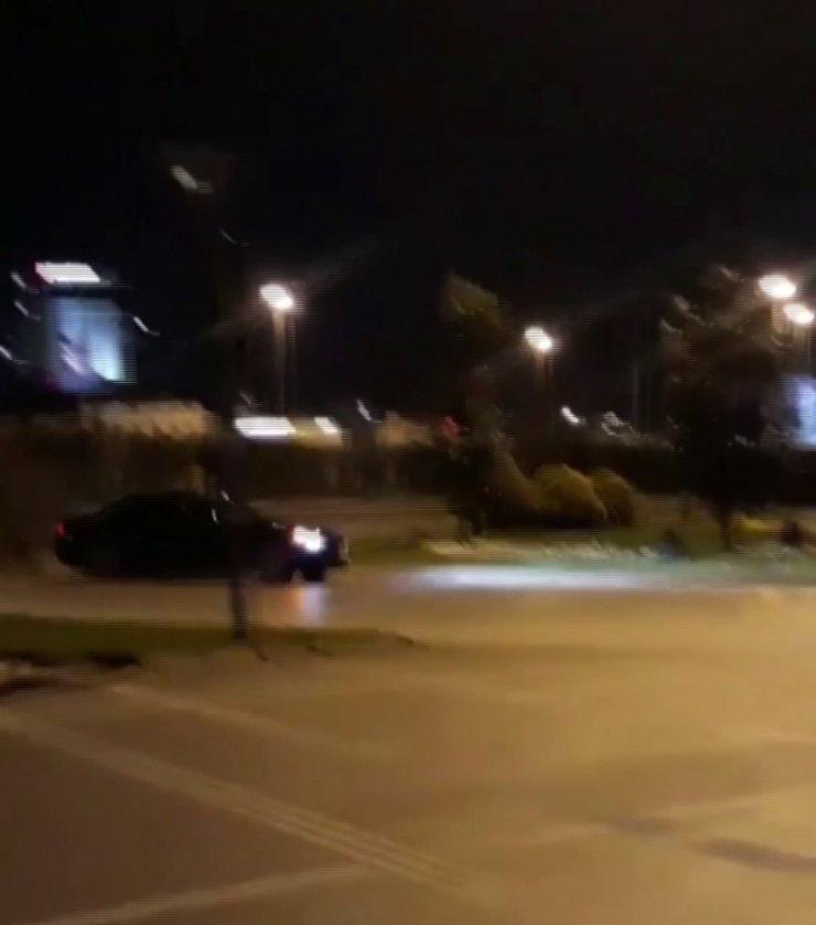 """İstanbul'da lüks otomobillerle """"drift"""" terörü"""