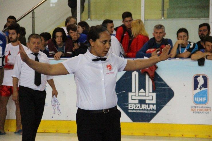 Kick Boks Türkiye şampiyonasına kadın hakemler damgasını vurdu
