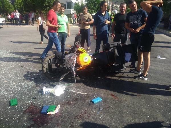 Motosiklet ile servis minibüsü çarpıştı: 1 ağır yaralı