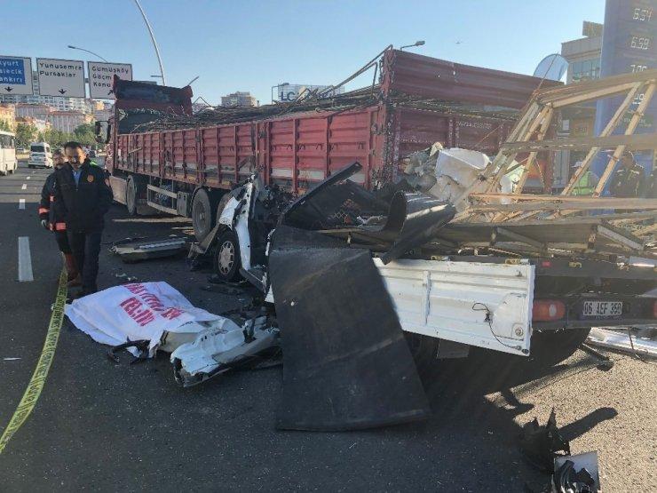 Başkent'te kamyonet, önündeki tıra ok gibi saplandı: 1 ölü
