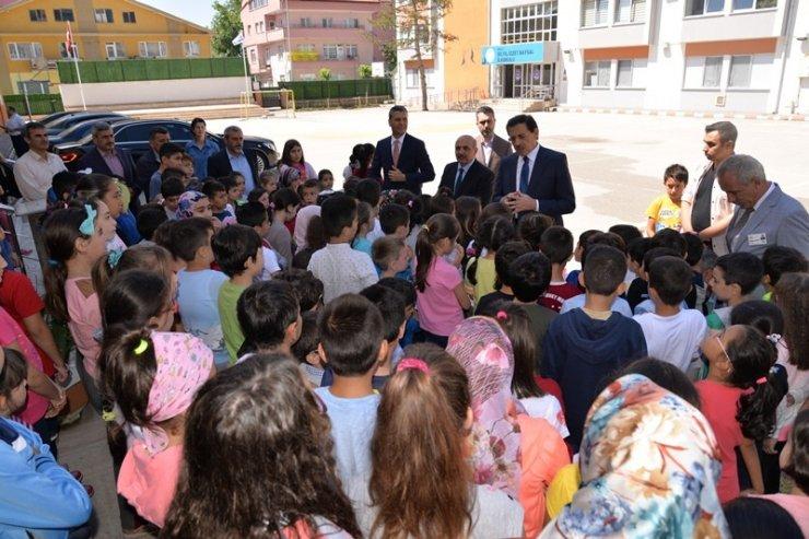 Vali Ümit, yaz Kuran kurslarını ziyaret etti