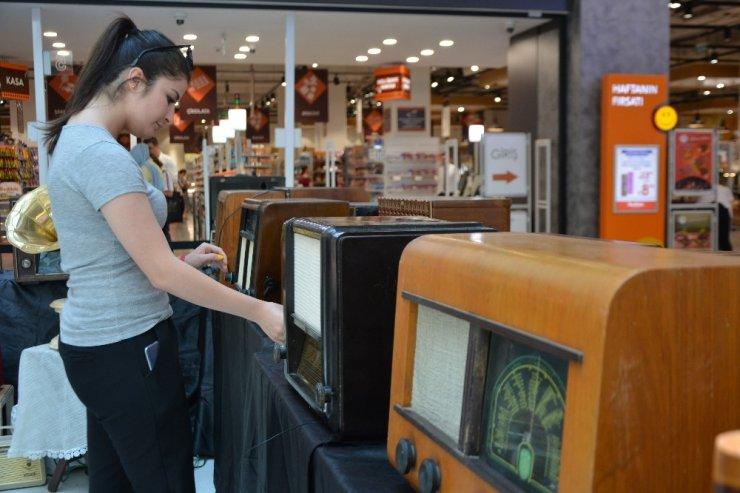 Asırlık radyo ve televizyonlar görücüye çıktı