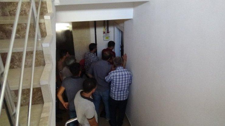 Diyarbakır'da evde alkol alıp sızan şahıs, ekipler hareketlendirdi