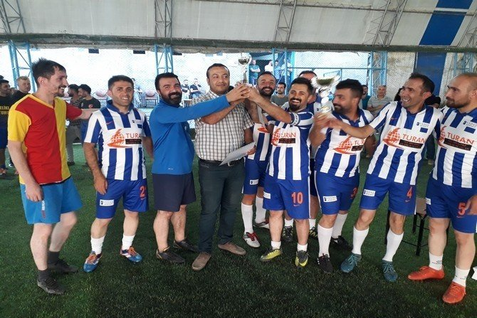 Hakkari'de kurumlar arası halı saha futbol turnuvası