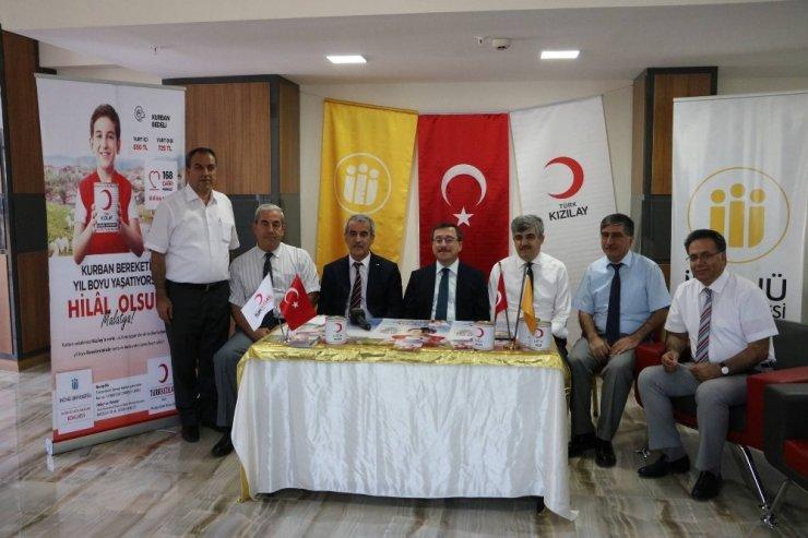 Rektör Kızılay, Kızılay'a kurban bağışında bulundu