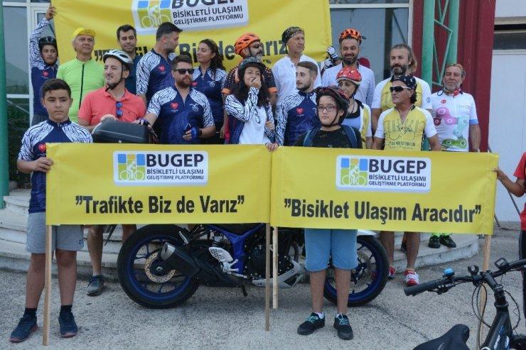 """Aliağalı bisikletçiler """"Trafikte biz de varız"""" dedi"""