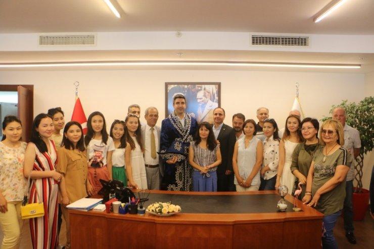 Kartal Belediyesi, Kazak kadın gazetecileri ağırladı