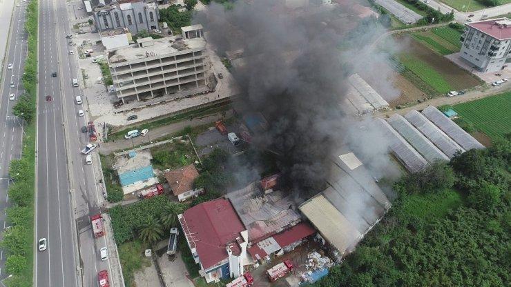 Samsun'daki mağaza yangınını söndürme çalışmasına TOMA'lar da destek verdi