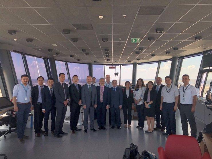 Singapur Heyeti İstanbul Havalimanı'nı gezdi