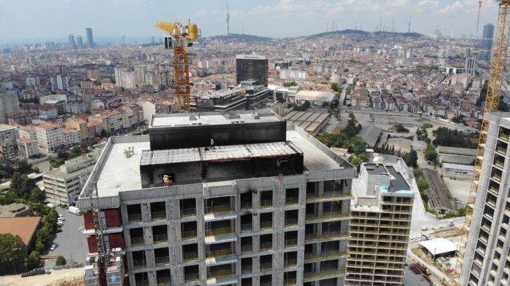 Ümraniye'de yangın çıkan 29 katlı bina havadan görüntülendi