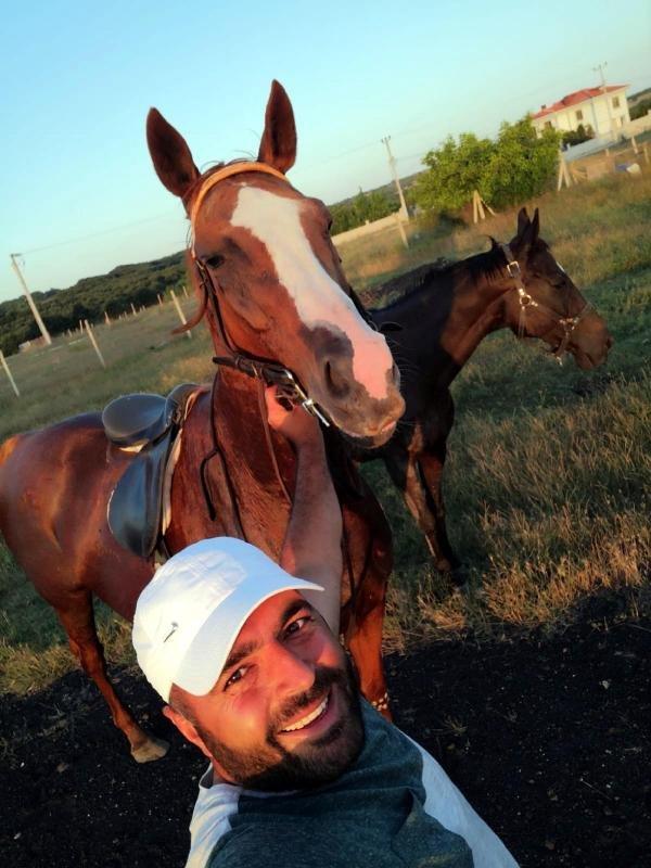 Çiftlikten kaybolan yarış atını kesip, etlerini almışlar