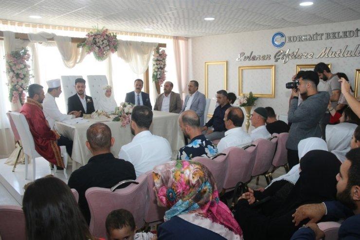 Edremit'te dini ve resmi nikah aynı anda kıyıldı