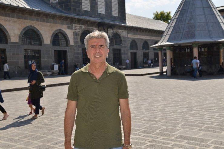 Diyarbakır'daki ibadethanelerde temizlik çalışmalarına başlandı