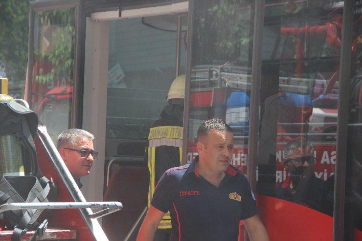 Elektrikli otobüsten yükselen duman paniğe neden oldu