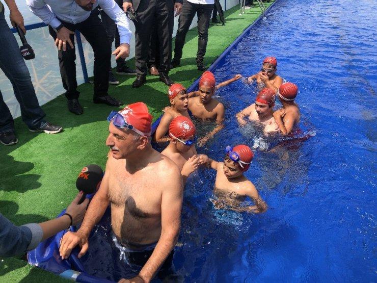Ümraniyeli çocukların Başkan İsmet Yıldırım'la havuz keyfi