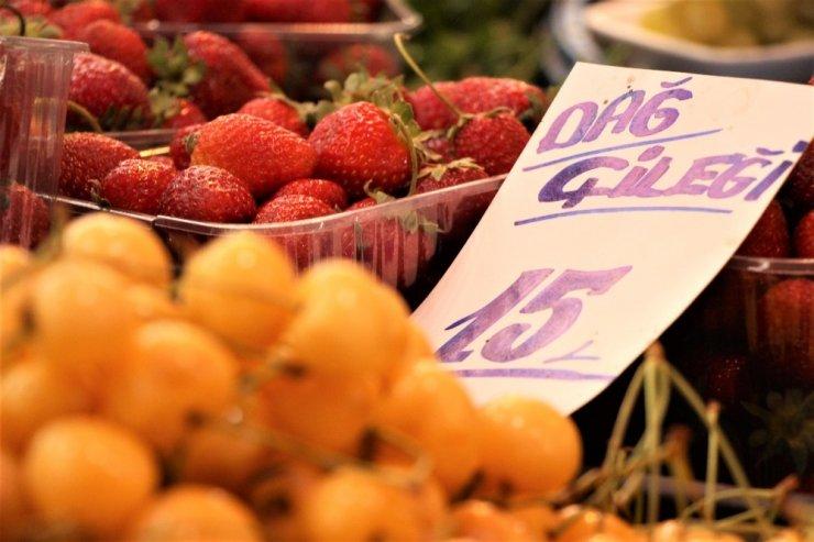 Yaz meyveleri uygun fiyatlarla sofralara geliyor