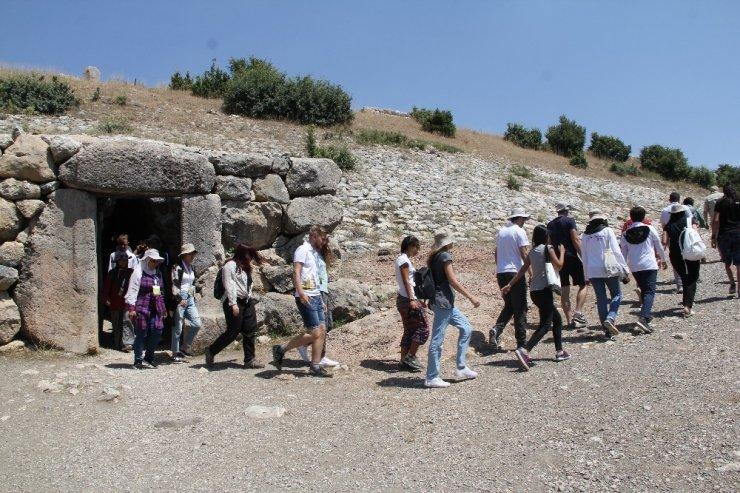 Yabancı öğrenciler Hattuşa'yı gezdi