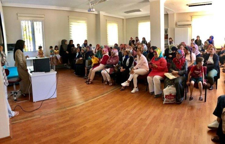 Kadın ve gençlik merkezi kursiyerlerine kadın sağlığı eğitimi
