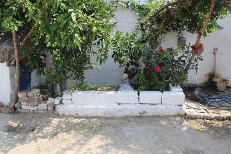 Evin bahçesinde ilginç şeyler görünce mezar yaptırdılar