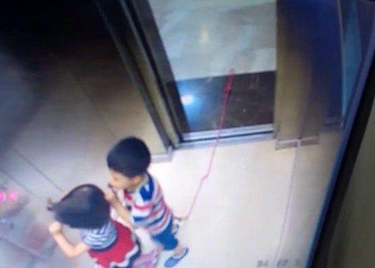 Asansörde faciadan kıl payı dönüldü
